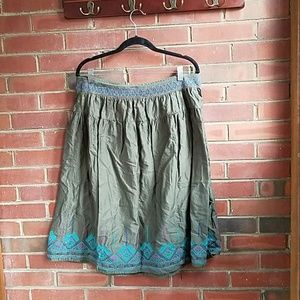 Old navy xl olive skirt with turquoise pattern